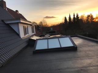Nieuwbouw? Vernieuwing of renovatie? Geen enkel project is ons te veel!  Leien, dakpannen of andere dakbedekking? Wij hebben het!  Dakwerken in combinatie met isolatiewerken is hetgeen wij ons in specialiseren, bijkomende diensten zijn ook nog dakherstelling of dakafdichting.